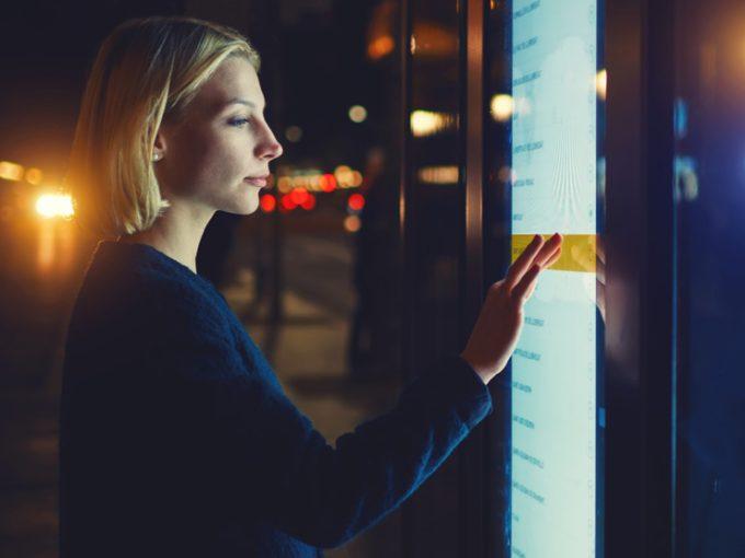 Une vitrine interactive pour révolutionner l'expérience d'achat